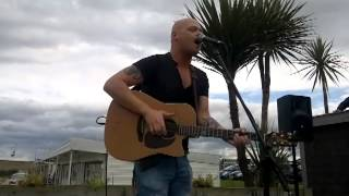 Shake It Out Acoustic Cover by Dave Lynas live@ The Rattler, South Shields