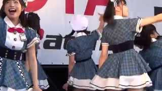 AKB48 team8によるミニライブの模様 M-1「制服の羽根」※ 服部有菜カメラ...