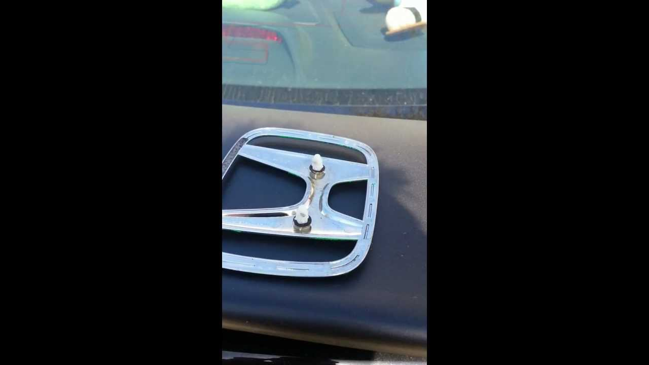 How to take off Honda emblem w/o breaking clips! - YouTube