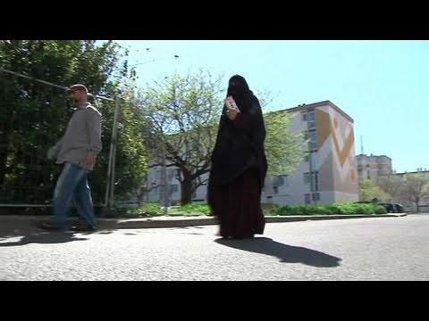 Une femme qui porte le niqab t moigne youtube - Femme qui porte une couche ...