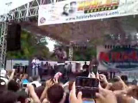Akon Goes WWE on Fan