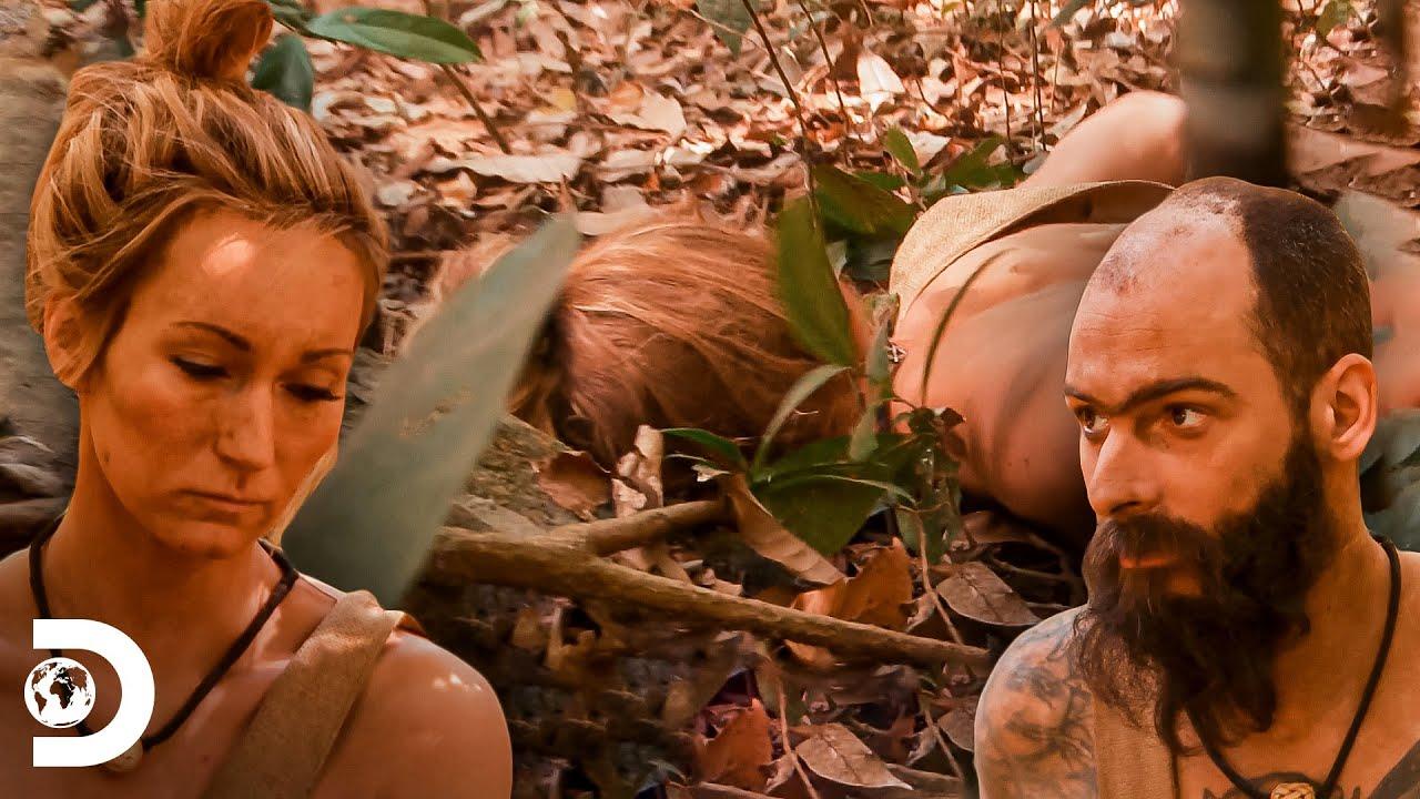 Jess cai no chão e teme sofrer um ataque cardíaco   Largados e Pelados   Discovery Brasil
