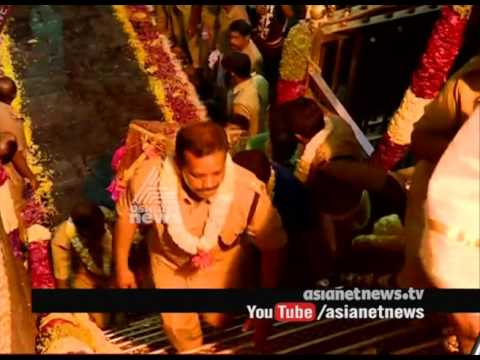 Spotlight Again On Lighting Of Makara Vilakku At Hill Shrine Worldnews