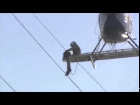 Dùng trực thăng cứu hộ chim vướng vào đường điện cao thế