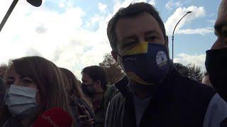 Roma, Salvini insulta la sindaca Raggi: