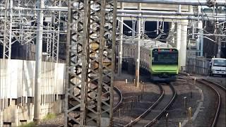 JR山手線、西日暮里を出発するE235系電車