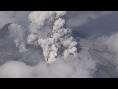 御嶽山噴火、複数けが人 長野、岐阜の県境 Central Japan volcano Mt. Ontake erupts