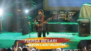 Download lagu FIERSA BESARI BUKAN LAGU VALENTINE Live at PKKH UGM