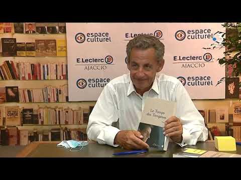 Ajaccio La Dedicace Du Nouveau Livre De Nicolas Sarkozy Attire Des Centaines De Personnes Youtube