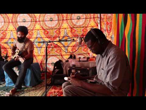 "Tinariwen - ""Tassili"" desert sessions - full version"
