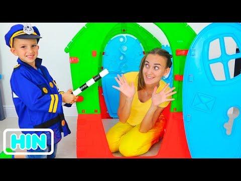 निकिता और व्लाद मॉम के साथ पुलिस खेलते हैं