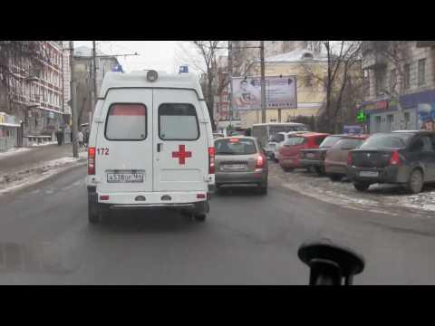 В Саратове автомобиль не пропускает скорую помощь