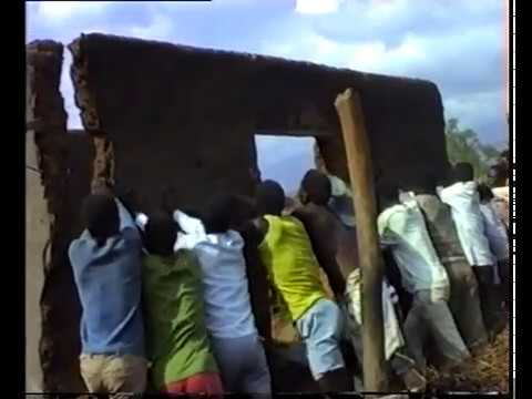 GULE WAMKULU: Kugwetsa nyumba / Destruction of the deceased's house