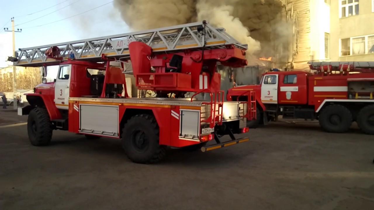 Пожар  Сгорел гараж  Спасли ЗиЛ  Оренбург