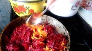 Украинский красный борщ с курицей и фасолью