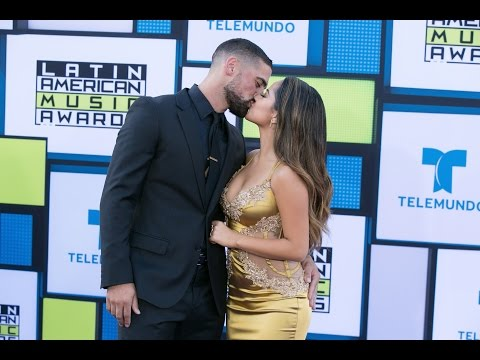 Becky G Triunfadora y Enamorada En Latin AMAs 2016 thumbnail