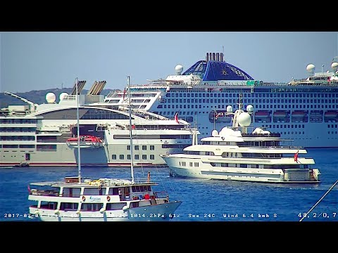 Huge OCEANA and smaller LE LYRIAL cruise ships visit Hvar