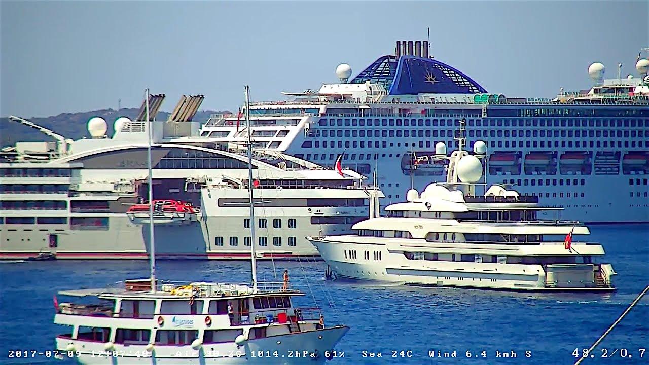 Huge OCEANA And Smaller LE LYRIAL Cruise Ships Visit Hvar