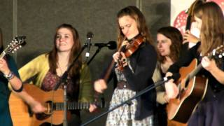 Della Mae - The Road to Columbus
