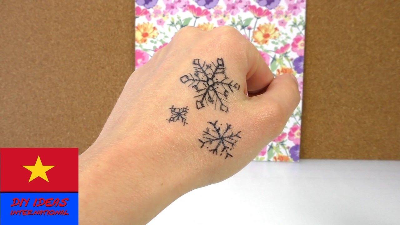 Vẽ hình xăm tạm thời hình bông tuyết