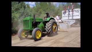 Antique John Deere Tractor Pulling. The last 20 or 30 feet.