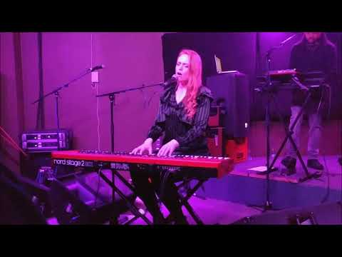 Freya Ridings - Lost Without You @ Glad Cafe, Glasgow