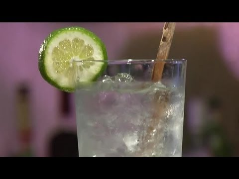 how-to-make-a-mint-mojito-with-vodka-:-mojito-recipes