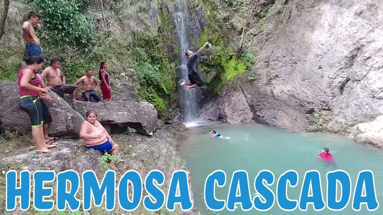 A disfrutar de las frias aguas del lindo lugar Caminata buscando las cascadas de Perqu n Parte 4