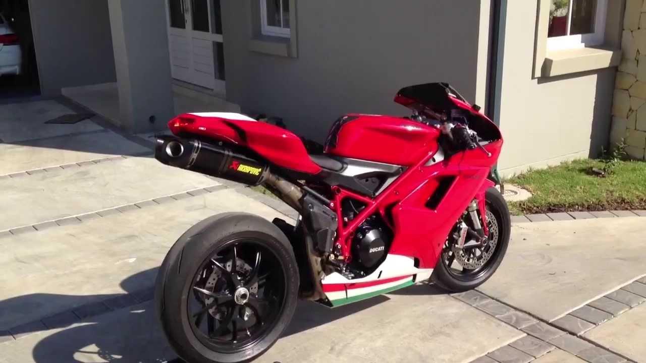 Ducati 848 Evo With Carbon Akrapovic