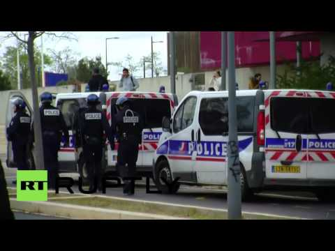 France: Fire outside secondary school as teenagers protest labour law