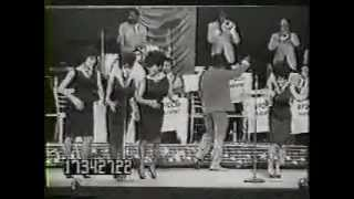 THE MARVELETTES at THE APOLLO (1963)  hits medley / locking up my heart (LIVE)