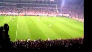 Beşiktaş İnönü Stadı / Kapalı Tribün. Gündoğdu Marşı