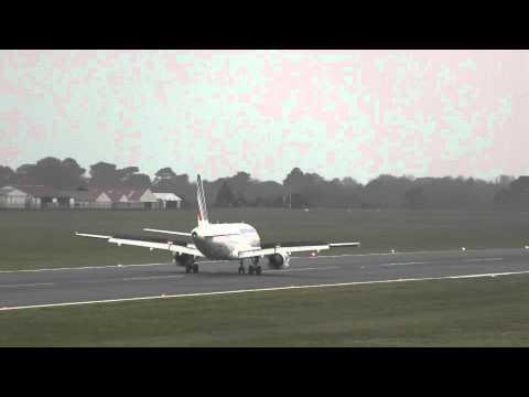 Air France Airbus A319-111 landing runway 27 at Biarritz (LFBZ)