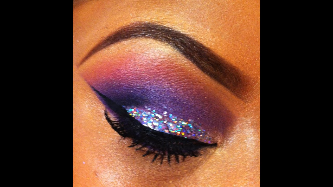 Silver MAC Glitter Kat Eye Eyeshadow - YouTube