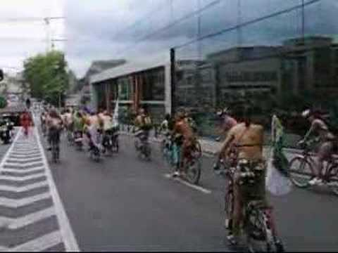 Cyclonudista - World Naked Bike Ride Bruxelles 2007