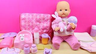 Bolso Cambiador y accesorios para la muñeca bebé | La bebé come papilla y hace pipí en el orinal thumbnail