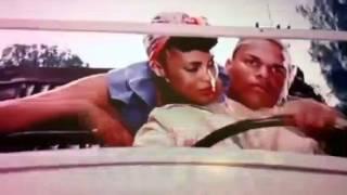 Sesso in auto ragazzina e prof nero