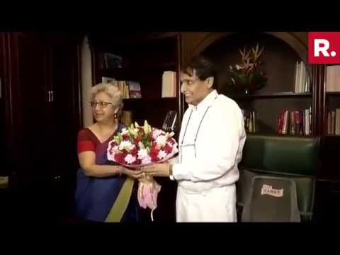 Suresh Prabhu Takes Charge Of Commerce Ministry
