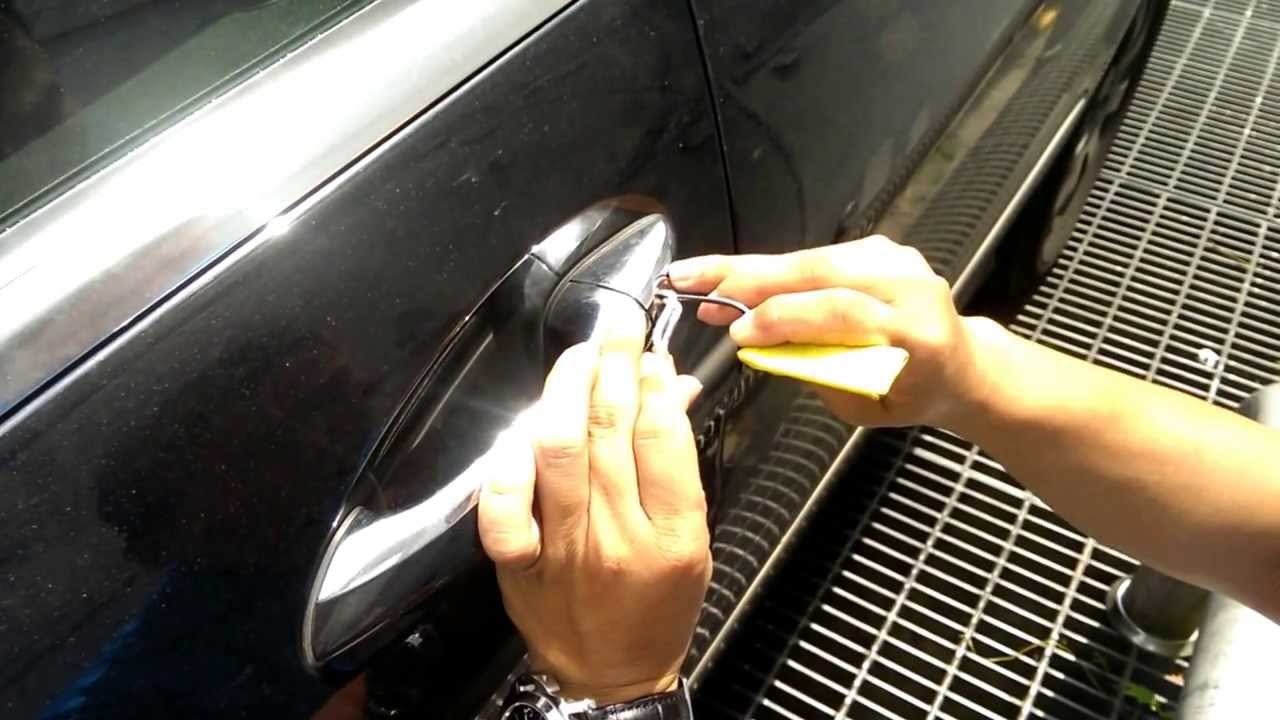 Really live car unlock video take by car 39 s owner 2010 for How to open the trunk of a mercedes benz e320