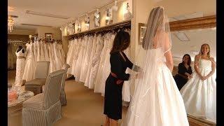 Мать и дочь унизили полную девушку, примерявшую свадебное платье. Но владелица поставила их на место