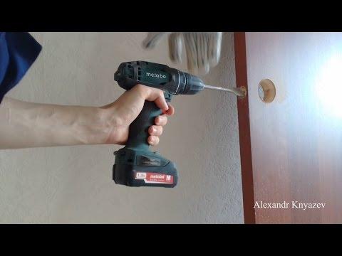 Как просверлить отверстие в двери под ручку