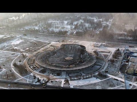 انهيار ملعب رياضي في #روسيا فوق رو?وس العاملين  - 17:01-2020 / 2 / 1