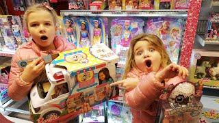 SanneVilleFamily❤️Køber Malle den Barbie ambulance hun ønsker sig🤷♀️