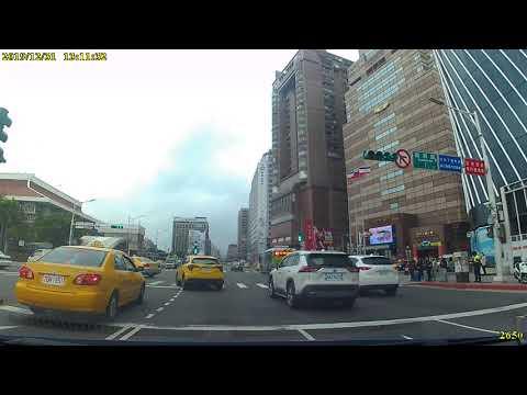計程車TDS-0371號左轉彎未依規定使用方向燈