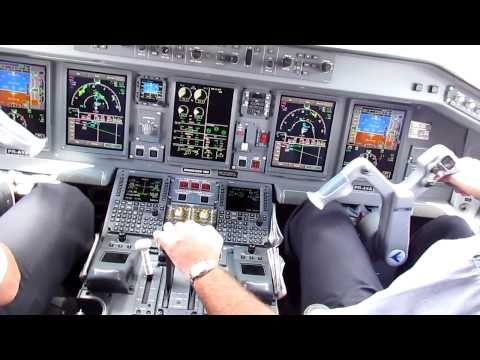 Azul Airlines EMBRAER E-195 landing in Confins