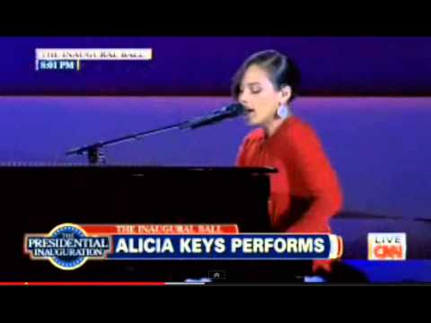 Alicia Keys sings Obama On FIRE 2013 Obama Inauguration Ball changes Girl On Fire for President