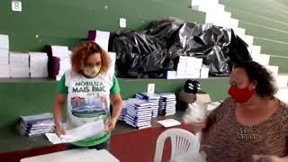 Morada Nova - Secretaria de Educação entrega kit da merenda e livros didáticos