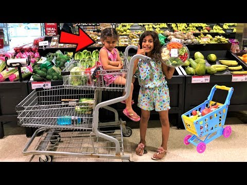 Kids Pretend Play Shopping at Supermarket for Healthy food