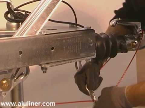 Abreißseil montieren an einem gebremsten PKW-Anhänger Montage ...