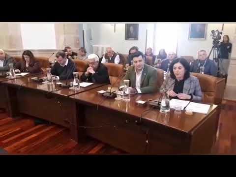 Candia renuncia emocionada a su acta como diputada provincial